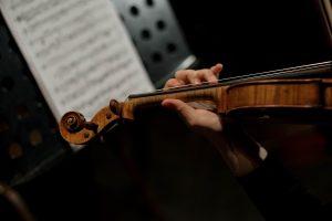 Jouer du violon : les morceaux incontournables pour débuter